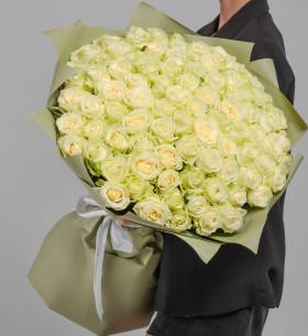 101 Белая Роза (60 см.) в упаковке фото