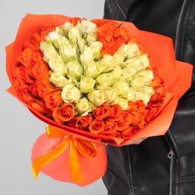 101 Оранжево и Белая Роза (30-40 см.) сердце  фото