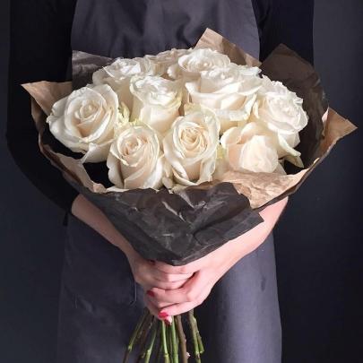 11 Белых Роз (70 см.) фото