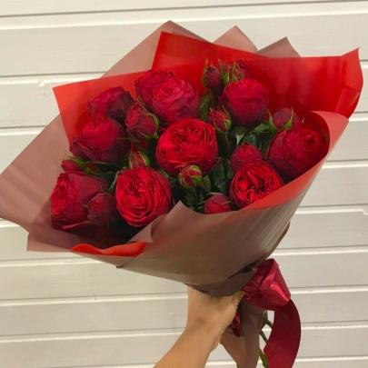 11 Пионовидных Красных Роз (50 см.) фото