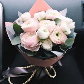 11 Розовых и Белых Ранункулюсов фото