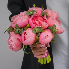 11 Розовых Пионов в букете невесты фото
