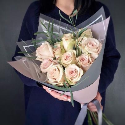 11 Светло-Розовых Роз (60 см.) фото