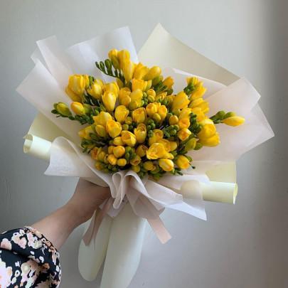 11 Желтых Фрезий фото