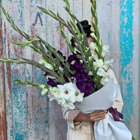 15 Белых и Фиолетовых Гладиолусов фото