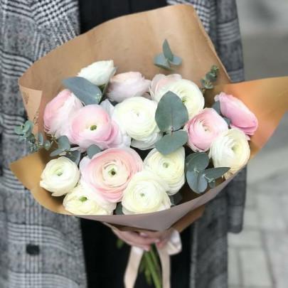 15 Белых и Розовых Ранункулюсов фото