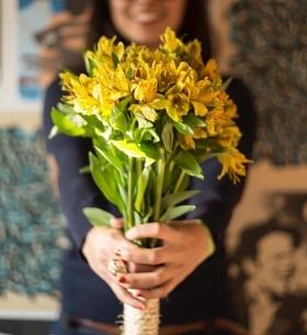 15 Желтых Альстромерий