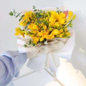 15 Желтых Фрезий фото