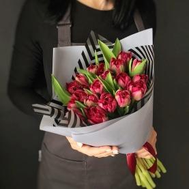 19 Красных Пионовидных Тюльпанов фото