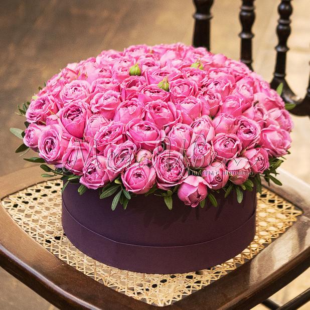 19 Розовых Роз Кустовых Пионовидных в шляпной коробке фото