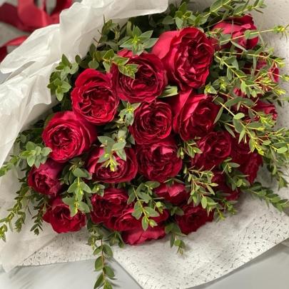 25 Пионовидных Красных Роз (50 см.) фото