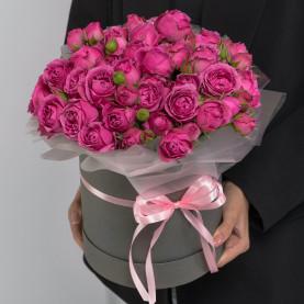 25 Кустовых Пионовидных Малиновых Роз (40 см.) в коробке фото