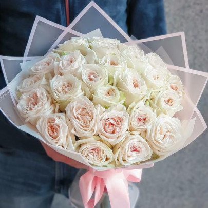 25 Пионовидных Роз White Ohara (50 см.) фото