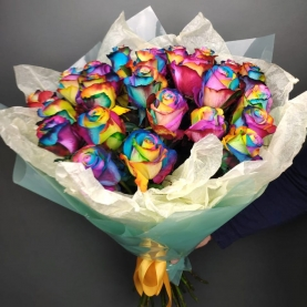25 Радужных Роз (70/80 см.) фото