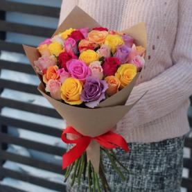 25 Разноцветных Роз (40 см.) в крафте фото