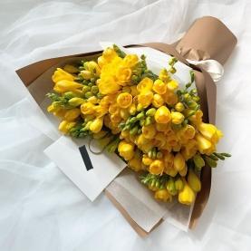 25 Желтых Фрезий фото
