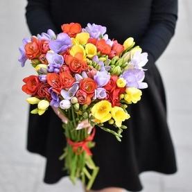 45 Разноцветных Фрезий фото