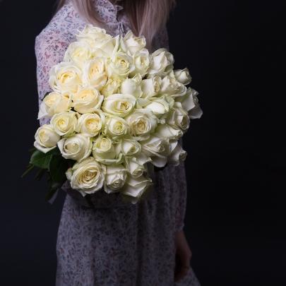 35 Белых Роз Premium (50/60 см.) фото