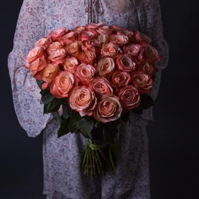 35 Коралловых Роз Эквадор (60 см.) фото