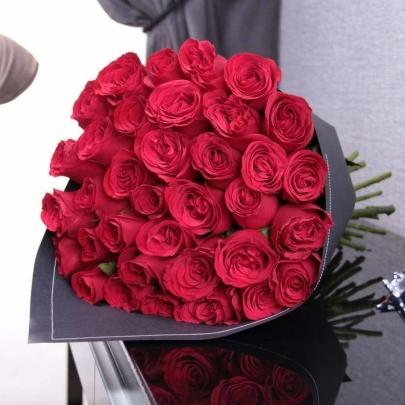 35 Малиновых Роз (70 см.) фото