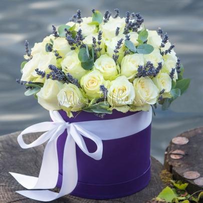 35 Белых Роз в коробке фото