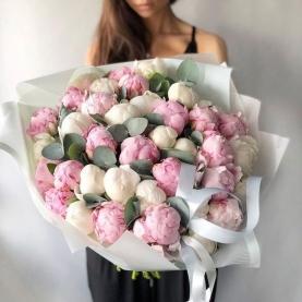 35 Розовых и Белых Пионов фото