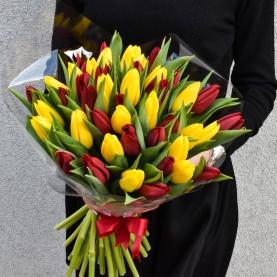 45 Красных и Желтых Тюльпанов фото