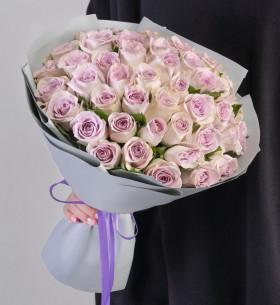 45 Сиреневых Роз (30-40 см.) в упаковке фото