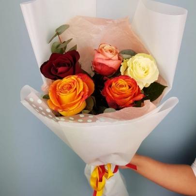 5 Разноцветных Роз Эквадор (50/60 см.) фото