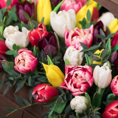 """Ящик с цветами """"51 Тюльпан"""" фото"""