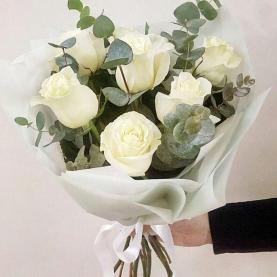 7 Белых Роз Эквадор (50/60 см.) фото