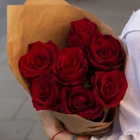 7 Красных Роз Эквадор (50/60 см.) крафт фото