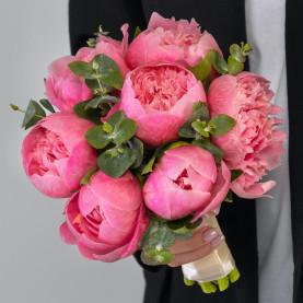 7 Розовых Пионов в букете невесты фото