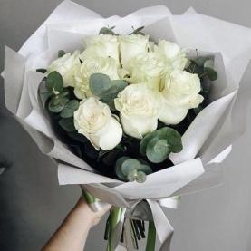 9 Белых Роз Эквадор (50/60 см.) фото