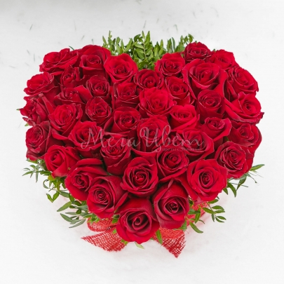 35 Красных Роз сердце в коробке фото