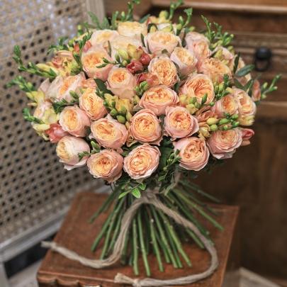 45 Кофейных Роз Пионовидных фото