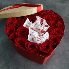 """Коробка """"Розы и Рафаэлло"""" фото"""
