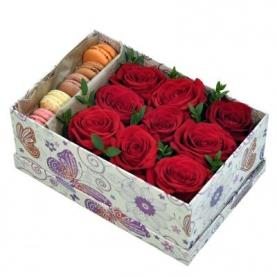 Коробка С Цветами И Макарони №12 фото