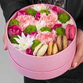 """Букет """"13 Цветов и Макарони"""" в коробке фото"""