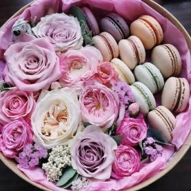 13 Цветков Микс в коробке с макарони фото