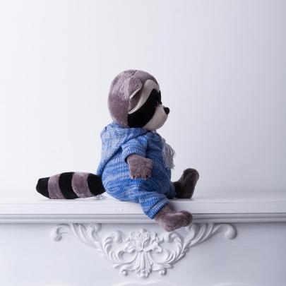 Мягкая игрушка Енотик Дэйзи: Вязаный сезон фото