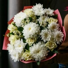 Нежный Микс Из Хризантем И Роз фото