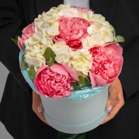 """Букет """"Розовые Пионы и Белые Гортензии"""" в коробке мини фото"""