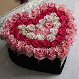 Сердце из 57 роз №1 фото