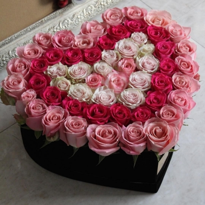 Сердце из 51 розы №1 фото