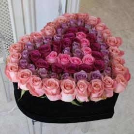 Сердце из 51 розы №2 фото