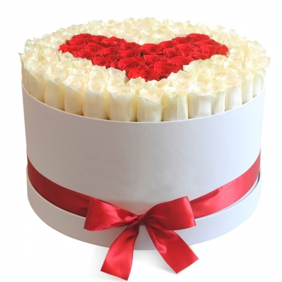101 Бело-Красная Роза (50 см.) сердце в шляпной коробке