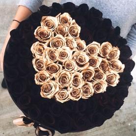 101 Черная Роза в коробке сердце фото