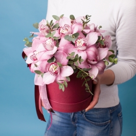 """Шляпная коробка """"15 Розовых Орхидей"""" фото"""