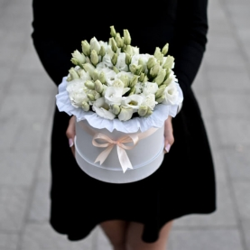 """Шляпная коробка """"13 Белых Эустом"""" фото"""